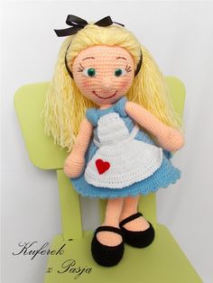 Kuferek z pasją: Alicja w Krainie Czarów Crochet Toys, Knit Crochet, Art Pass, Beautiful Dolls, Knitting Patterns, Kitty, Hats, Disney, Amigurumi