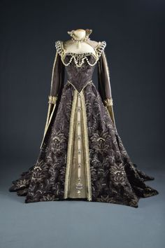 """Costume worn by Lana Turner in """"Diane,"""" Costume design by Walter Plunkett. Larry McQueen Collection of Motion Picture Costume Design. Mode Renaissance, Costume Renaissance, Medieval Costume, Renaissance Fashion, Renaissance Clothing, Tudor Costumes, Period Costumes, Movie Costumes, Historical Costume"""