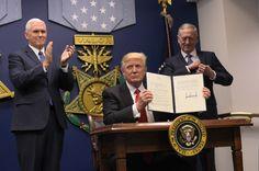 Le président américain Donald Trump a annoncé un sérieux tour de vis en matière d'immigration et de réfugiés, visant certains pays musulmans, et in...