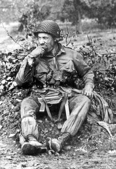"""US soldier packing a """"Grease gun"""", Normandy Photo b/w, uniform, history, 2 world war. World History, World War Ii, History Online, Los Primates, D Day Normandy, Cherbourg, Paratrooper, American Soldiers, Military History"""