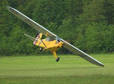 Lower than a Snake's Belly in a Wagon R > Vintage Wings of Canada Sometimes, the difference between ground and aircraft is quite literally. A Piper Cub comes as close as possible to a wing strike without damage. Private Pilot License, Piper Aircraft, Light Sport Aircraft, Bush Plane, Wagon R, Private Plane, Vintage Airplanes, Aircraft Pictures, Model Airplanes