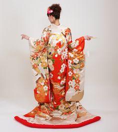 uchikake Wedding Kimono, Asian Ladies, Kimono Style, Hanfu, Japanese Kimono, Japanese Culture, Kimono Fashion, Traditional Dresses, Luxury Wedding