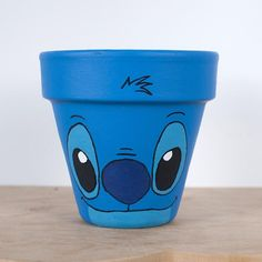 Flower Pot Art, Flower Pot Crafts, Clay Pot Crafts, Painted Plant Pots, Painted Flower Pots, Painted Pebbles, Pots D'argile, Clay Pots, Deco Disney