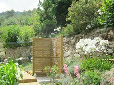 Ligurië: Charmante landelijke villa op 8 km van de kust te koop. Deze gerenoveerde stenen rustico is gelegen tussen de groene heuvels met wijngaarden  op 8 km van de kust en San Remo. Het huis bestaat uit 5 slaapkamers, een keuken, woonkamer, 3.5 badkamers. Er is een klein zwembadje in de mooi aangelegde tuin met terrsas, buitendouche en parkeermogelijkheden. Het terrein beslaat ongeveer 3500 m2. prijs: 385 000 euro .... http://www.huizenjacht-italie.com/immoagora/listing/ca-cra29