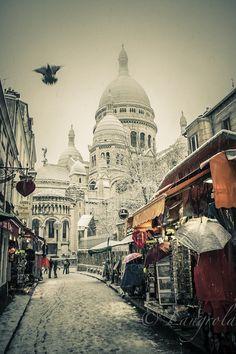 Snow in Montmartre Paris