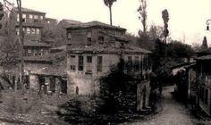 Üsküdar Gündoğumu Caddesi Şair Naili Sokak.Solda mezarlığın sol tarafı, sağda Ağa Hamamı.1950 yılı başları.
