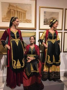 Folklore, Dance Costumes, Greek Costumes, Folk Clothing, Beauty Around The World, Folk Dance, Greece, Sari, Culture