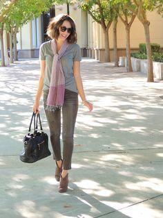Grey skinny jeans | Grey tee | Booties | Scarf