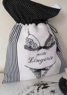 Pochon à lingerie brodé main * Petite Lingerie * broderie point de croix : Autres sacs par l-atelier-de-ninon-pois-de-senteur