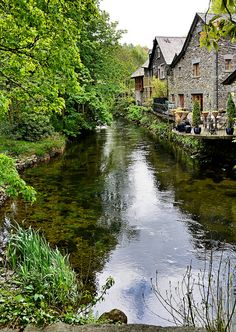 The River Rothay flowing through Grasmere in the Lake District, Cumbria, England Places Around The World, Oh The Places You'll Go, Places To Travel, Places To Visit, Around The Worlds, Cumbria, Lake District, England And Scotland, England Uk