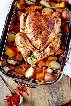 10 Most Misleading Foods That We Imagined Were Being Nutritious! Simple And Delicious Smoked Paprika Roasted Chicken Roast Chicken Recipes, Meat Recipes, Dinner Recipes, Cooking Recipes, Healthy Recipes, Roast Chicken Dinner, Zoodle Recipes, Carne, My Burger