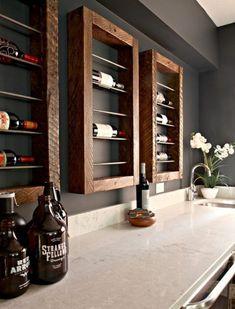 Apoio para vinhos e bebidas em diversos tipos e materiais ferro madeira e por ai vai... Wine Bottle Display, Wine Bottle Wall, Wine Rack Wall, Wine Bottles, Wall Racks, Pot Racks, Wine Corks, Beer Bottle, Cheap Home Decor