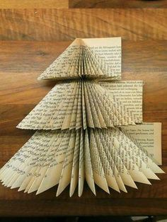 Oh Tannenbaum, oh Tannenbaum…DIY Buch upcycling – Remodel Ideas Book Christmas Tree, Types Of Christmas Trees, Book Tree, Christmas Paper Crafts, Christmas Snowflakes, Christmas Ideas, Book Page Crafts, Altered Book Art, Recycled Books