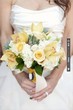 yellow wedding bouquet | VIA #WEDDINGPINS.NET