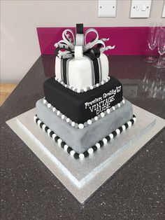 Birtday Cake, 70th Birthday Cake, Pretty Birthday Cakes, Birthday Cakes For Men, 16th Birthday, Birthday Parties, Birthday Games, Wedding Cake Designs, Wedding Cakes