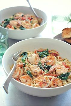 Shrimp and hair pasta with tomatos, lemon and spinach