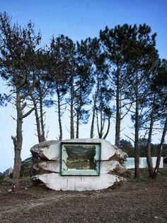 Rock Design House: Au bord d'un lac d'Espagne, Ensamble Studio a décidé de construire la maison « The Truffle » qui a été évidée par une vache nommée Paulina. Faite tout en pierre naturelle, la maison offre un petit cadre agréable où le minimalisme est de rigueur. Des photos signées Roland Halbe à découvrir dans la suite.