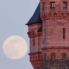 Big Ben, Moon, Celestial, Building, Travel, Outdoor, The Moon, Outdoors, Viajes