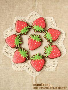 おかげさまで、今月のご注文は定数に達したため、締め切らせていただきました。ありがとうございました。一昨日、江東区森下の雑貨屋さんmoccaさんに、クッキー... Fancy Sugar Cookies, Fruit Cookies, Sugar Cookie Royal Icing, Mother's Day Cookies, Strawberry Cookies, Summer Cookies, Christmas Sugar Cookies, Decorator Frosting, 18th Birthday Cake