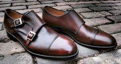 No ano passado o oxford foi o sapato da vez, este ano parece que os sapatos monk straps estão com tudo. Em uma rápida olhada pelos editoriais de moda, blogs e tumblrs americanos ou europeus é possí…