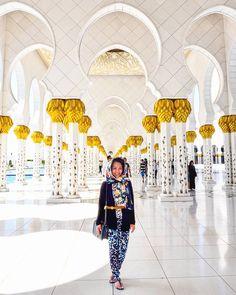 Sheikh Zayed Grand Mosque, Abu Dhabi, United Arab Emirates. Beautiful pillars.    instagram: @queenetjuin   Around the world. Lonely Planet. Places to Go. Places to See. Travel and Leisure. Travel and Life. Travel and Living. Travel the World.  #sheikhzayed #sheikhzayedmosque #sheikhzayedgrandmosque #abudhabi #uae #unitedarabemirates