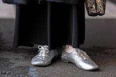 Harajuku guy and Harajuku girl in minimalist monochrome fashion with items from the Japanese brands Yu by Jalan Jalan, Comme Des Garcons, Christopher Nemeth, and Tokyo Fashion, Street Fashion, Tokyo Street Style, Harajuku Girls, Monochrome Fashion, Junya Watanabe, Fashion Pants, Japan, Guys