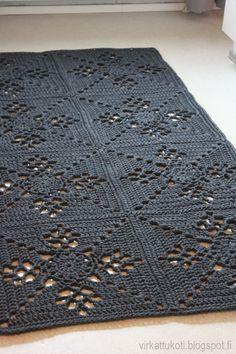 List of attractive matto virkattu ohje ideas and photos Crochet Doily Rug, Crochet Rug Patterns, Crochet Carpet, Crochet Afgans, Crochet Squares, Crochet Home, Diy Crochet, Baby Knitting, Crochet Projects