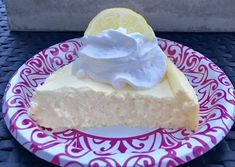 A low point Lemon Cheesecake made with Greek yogurt makes for guilt-free sweet dessert. Ingredients 3 large cups nonfat plain greek yogurt or nonfat plain small box instant sugar free/fat free cheesecake or vanilla Tbsp. Dessert Dips, Ww Desserts, Weight Watchers Desserts, Healthy Desserts, Dessert Recipes, Healthy Recipes, Guilt Free Desserts, Healthy Meals, Healthy Options