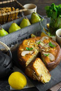 Грушевый рай с орехами и солёной соломкой Я сейчас отрабатываю десерт для одного из ресторанов Хабаровска и у меня повсюду на кухне груши, в холодильнике, на столе, в ящиках. Поэтому я решил немного отвлечься от сложного и сделать простой и очень быстрый пирог, с грушами. Безусловно, вы можете использовать любые другие плотные фрукты: персики, абрикосы,...