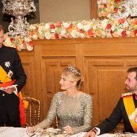 """Wort.lu - """"Dem glücklichen Paar alles Gute"""". Zum Auftakt des Gala-Dinners welches am Freitagabend im großherzoglichen Palast gegeben wurde, hat sich Großherzog Henri mit herzlichen Worten an seinen Sohn und an seine Schwiegertochter gerichtet."""