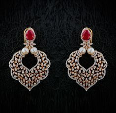 Khazana Jewellery offers exquisite collection of Diamond Jewellery. We are one of the best jewellers in India having beautiful Indian wedding jewellery sets & best bridal jewellery sets with latest designs from our stores. Indian Wedding Jewelry, Wedding Jewelry Sets, India Wedding, Indian Jewelry, Diamond Earrings Indian, Diamond Jewellery, Gold Jewelry, Diamond Earing, Jewelry Design Drawing