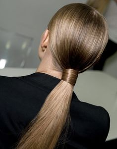 Secured by own hair [HAIR] Low, clean tight ponytail. Spring Hairstyles, Pretty Hairstyles, Straight Hairstyles, Low Pony Hairstyles, Sleek Hairstyles, Daily Hairstyles, Wedding Hairstyles, Beach Hairstyles, Fashion Hairstyles