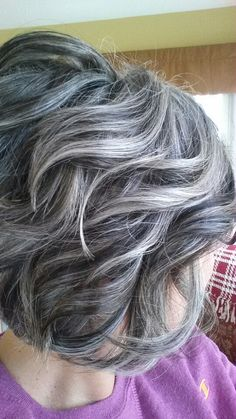 Résultats de recherche d'images pour « transition to grey hair with highlights »