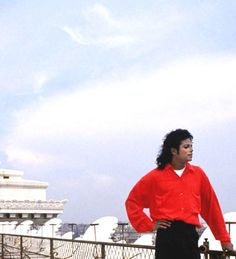 MJ, the one and only king of pop. #rebuildingmylife