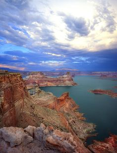 Storm moves in over Gunsight Butte on Lake Powell in Glen Canyon National Recreation Area along the Utah-Arizona border