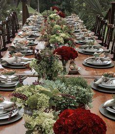 Mesa de almoço de Natal - decoração em verde e vermelho ( Decoração: Enjoy Festas | Flores: Lucia Milan  )