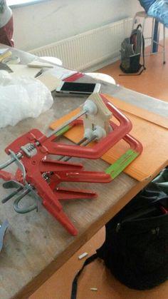 Foto 2 Ik vond het best lastig om de houten platen op elkaar te krijgen en ik wist nog niet dat dat zo moest.
