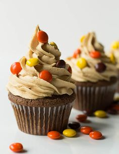one happy bite at a time! Everyone loves a good cupcake. Get creative with our easy, irresistible cupcake recipes. From easy vanilla cupcakes to decadent Black Forest chocolate cupcakes, Reese's Cupcakes, Yummy Cupcakes, Cupcake Cakes, Butter Cupcakes, Vanilla Cupcakes, Gormet Cupcakes, Mocha Cupcakes, Strawberry Cupcakes, Velvet Cupcakes