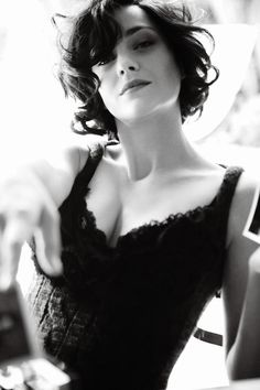 Marion Cotillard hair... Yes please... Why is nice so curly?