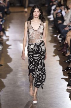 Stella McCartney Spring 2016 Ready-to-Wear Collection  - ELLE.com