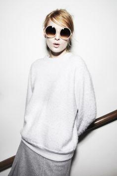 Met dit fijne weer is het tijd voor een nieuwe zonnebril. Filippa K heeft een stylish handgemaakte collectie: http://glamour.nl/j2abeewxp