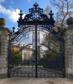 with this gorgeous shot from ❤️. ・・・ Given their massive scale, the delicate design and details of these gates is all the more impressive. Security Gates, Iron Gate Design, Gilded Age, Iron Gates, Newport, How To Memorize Things, Louvre, Building, Travel