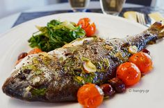 Kitchen Stories: Baked Sea Bream in Foil Greek Recipes, Fish Recipes, Vegetable Recipes, Seafood Recipes, Greek Fish, Boiled Vegetables, Weight Watchers Meals, Fish And Seafood, Cherry Tomatoes