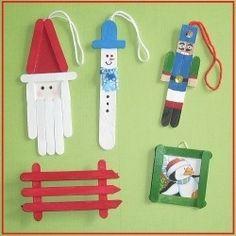 Hangers van ijsstokjes voor in de kerstboom