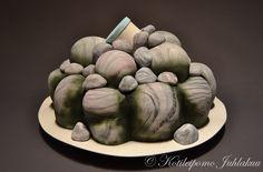 Pile of rocks geocaching cake