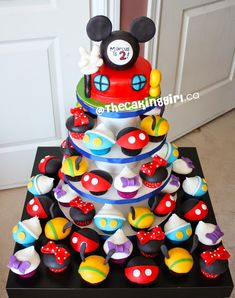 Mickey Mouse Clubhouse Cupcakes Finn's birthday is coming up ! Mickey Mouse Clubhouse Birthday Party, Mickey Mouse Parties, Mickey Birthday, Mickey Party, 2nd Birthday, Birthday Ideas, Disney Parties, Elmo Party, Big Party
