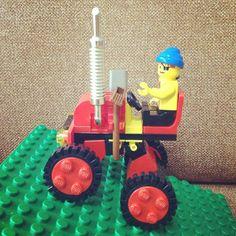 LEGO森林トラクター、こんな風に上り坂も…