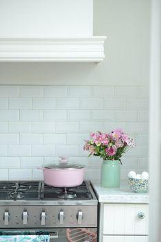 Food Styling, Kitchen Cabinets, Restaurant, Cooking, Pink, Design, Home Decor, Kitchen Furniture, Kitchens