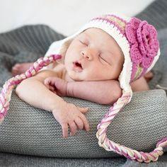 Gorro divertido para bebé niña. Gorrito tejido a mano para bebé o recién nacido, en color blanco y rosa con trenzas. Ideal para sacarle a tu bebé una foto inolvidable. 16,50 €