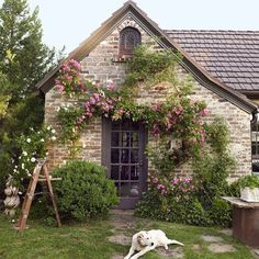Spend your Monday night touring the most adorable #Tudor #cottage. Link in profile!